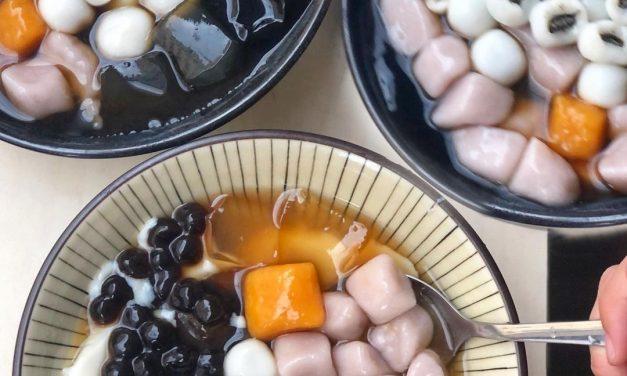 這碗你會愛! 寧夏夜市「豆花莊」透心涼甜品 料多澎湃還有包餡「黑心白玉」超欠吃!