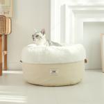 對面的貓貓看過來! 喵皇們躺進超舒服「巨大粉撲床墊」 「療癒瞇眼笑容」收服眾奴才們的心!